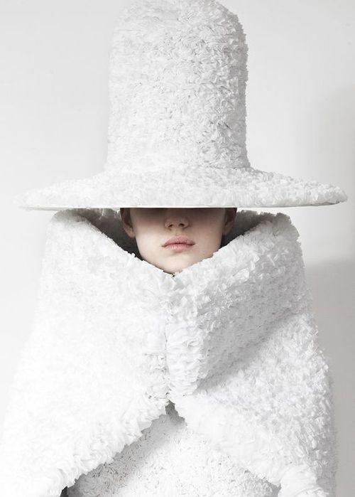 Chapeau haut blanc tout ruché